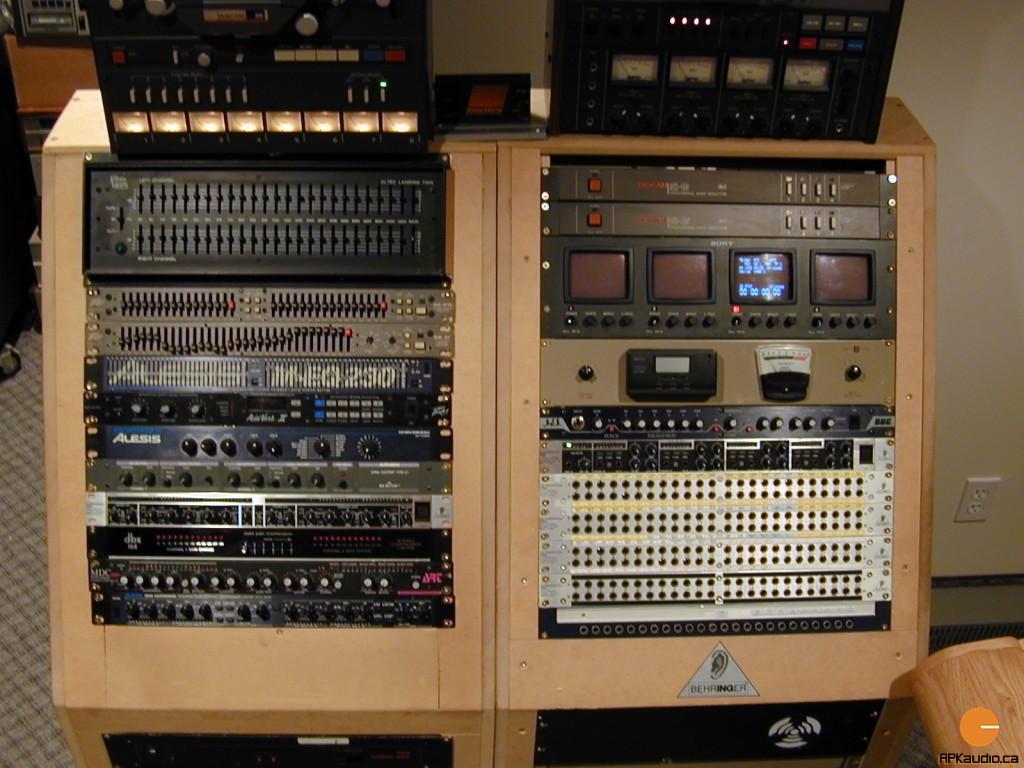 HVR 2003 107